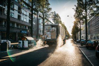 Wie gaat de overstap van vrachtwagenchauffeurs financieren?