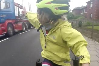 Vrachtwagenchauffeur en junior fietser worden sociale media-sterren