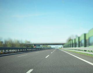 Tsjechische ambtenaren overwegen om vrachtwagens op de linkerrijstrook te verbieden