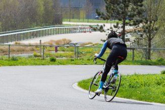 Vrachtwagenchauffeurs nemen aanstoot met de extra fietsers op de weg