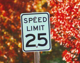 Snelheidsbegrenzers kunnen binnenkort voor alle voertuigen verplicht zijn