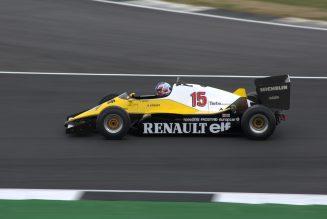 Renault F1-vrachtwagen crasht op weg naar de Hongaarse Grand Prix