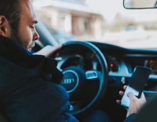 Vrachtwagenchauffeur kijkt net voordat hij dodelijk ongeluk veroorzaakt naar porno