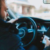 Vrachtwagenchauffeur geeft hilarisch commentaar op nerveuze chauffeur