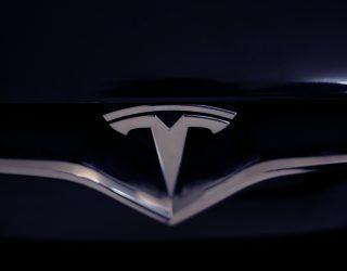Tesla beweerde dat zijn pick-up truck kogelvrij was. Toen gingen de ramen kapot