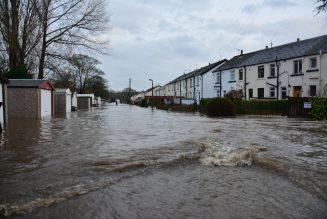 Overstromingen zorgen voor problemen op de weg