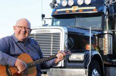 Henk Wijngaard (75) zingt nog steeds